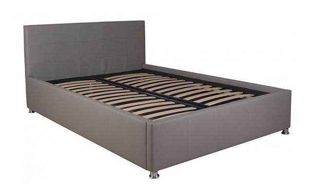 Oblazinjena postelja Kira