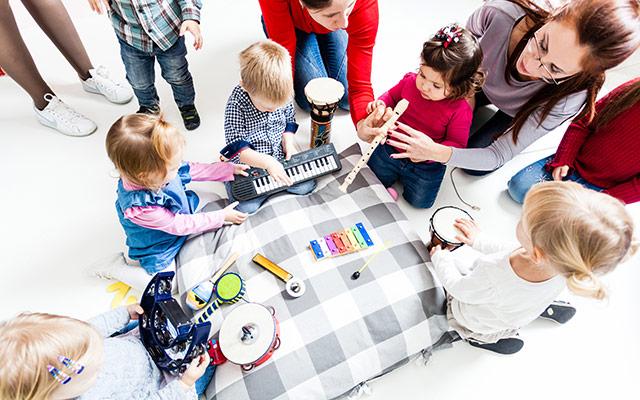 Otroci in glasba