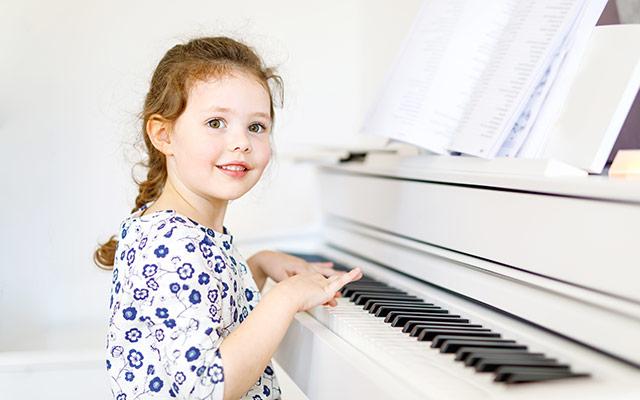 Otrok v glasbeni šoli